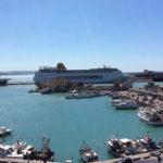 Porto Empedocle, peschereccio rischia di affondare in porto, Capitaneria di porto coordina azione di intervento