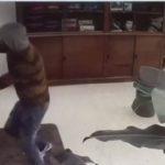 Con un coltello in pugno, tenta di rapinare una tabaccheria di Canicattì (video)