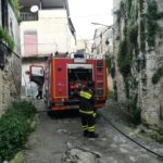 Favara, scoppia incendio in una casa disabitata (video)