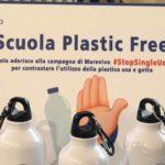 """""""Plastic free"""". Delegazione del M5S consegnerà borracce di alluminio riciclato presso scuola Bersagliere Urso"""