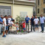 Favara. Plesso Pirandello. Intervengono le Asd Fradici Runners e Via Agrigento a mettere i fiori nelle fioriere della scuola