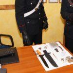 Coltelli e munizioni in auto e in casa a Racalmuto: una denuncia