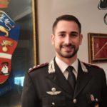 Rischia dì soffocare, carabiniere interviene salvandogli la vita