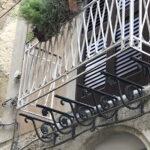 Furgone urta un terrazzino di un studio medico del centro storico di Favara: ferita in modo lieve l'infermiera.