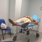 Agrigento, Pullara fotografa lo scenario del pronto soccorso: Mancano personale e attrezzature, pazienti su una sedia per oltre 30 ore.