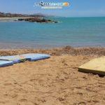 """Agrigento. Associazione MareAmico: """"Il mare restituisce dei materassi sulla spiaggia di San Leone"""""""