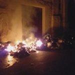 Favara. Rogo di spazzatura in Via Arco Cafisi, nei pressi del salotto buono della città