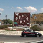 In macchina con due coltelli a Porto Empedocle (AG): denunciato durante i controlli del weekend.