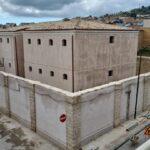 Favara. Ultimati i lavori di restauro dell'ex carcere di piazza della Vittoria. La ditta sta liberando dai ponteggi la struttura. La soddisfazione del sindaco Alba
