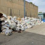 E' una vergona ancora cumuli di spazzatura nell'area all'interno dell'ospedale di Agrigento